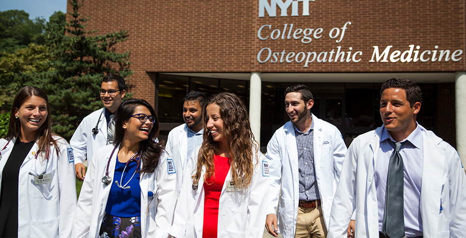 NYITCOM Students in front of the Riland building